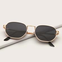Sonnenbrille mit metallischem Rahmen