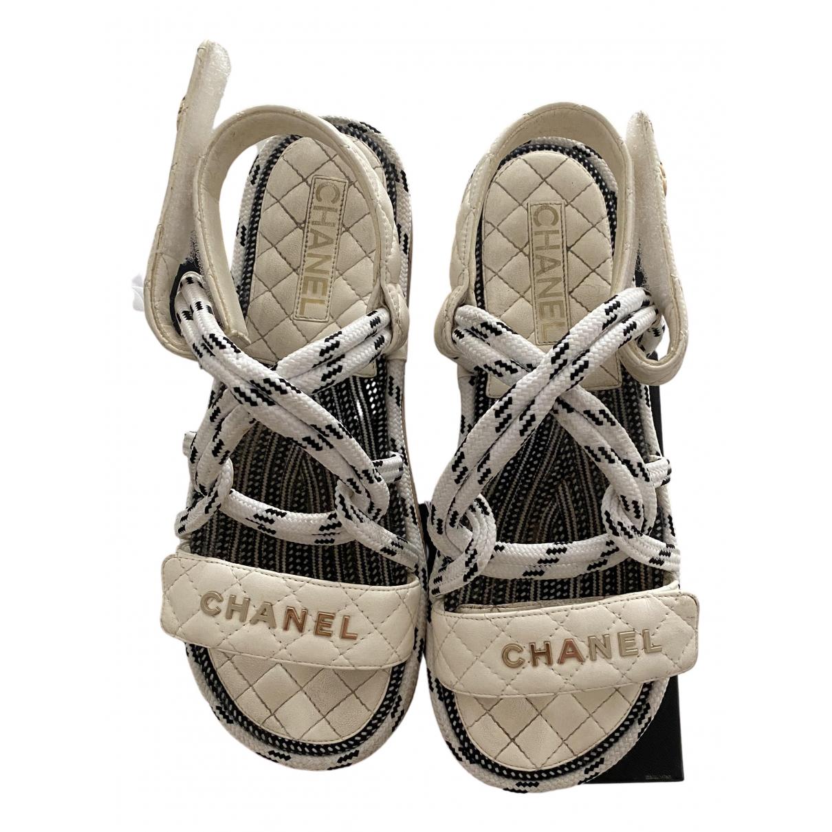 Chanel \N Sandalen in  Weiss Leder