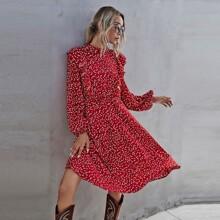 Kleid mit Konfetti Herzen Muster und Rueschenbesatz