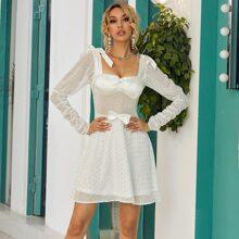 Kleid mit quadratischem Kragen, Schleife vorn und Kontrast Pailletten