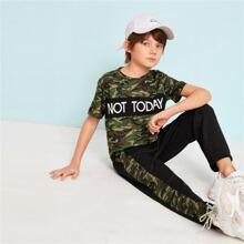 Conjunto de niños camiseta de camuflaje con slogan con pantalones deportivos con cordon