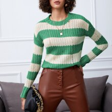 Zweireihiger Strick Pullover mit sehr tief angesetzter Schulterpartie