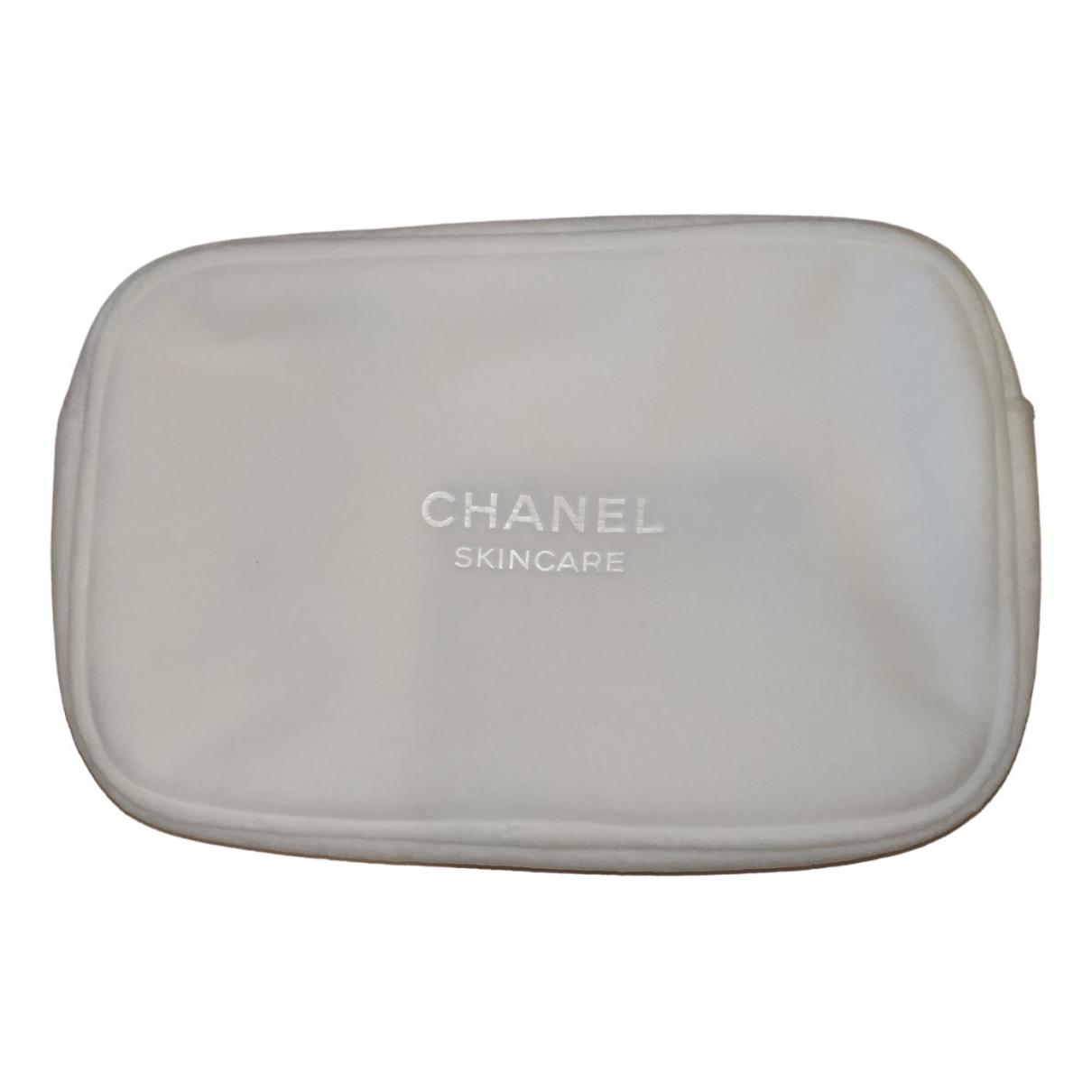Chanel \N Reisetasche in  Weiss Kunststoff