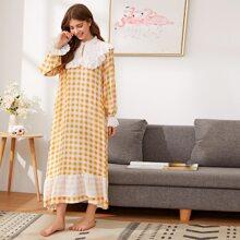 Nachtkleid mit Schluesselloch Kragen, Spitze, Rueschenbesatz und Karo Muster