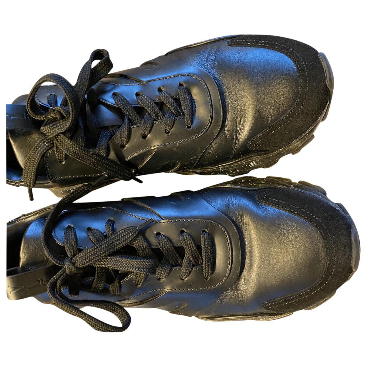 Valentino Garavani - Baskets   pour homme en cuir - noir