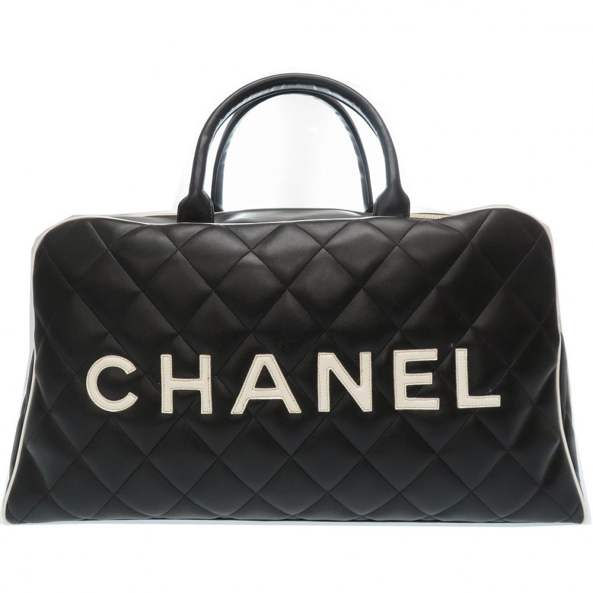Chanel \N Reisetasche in  Schwarz Leder