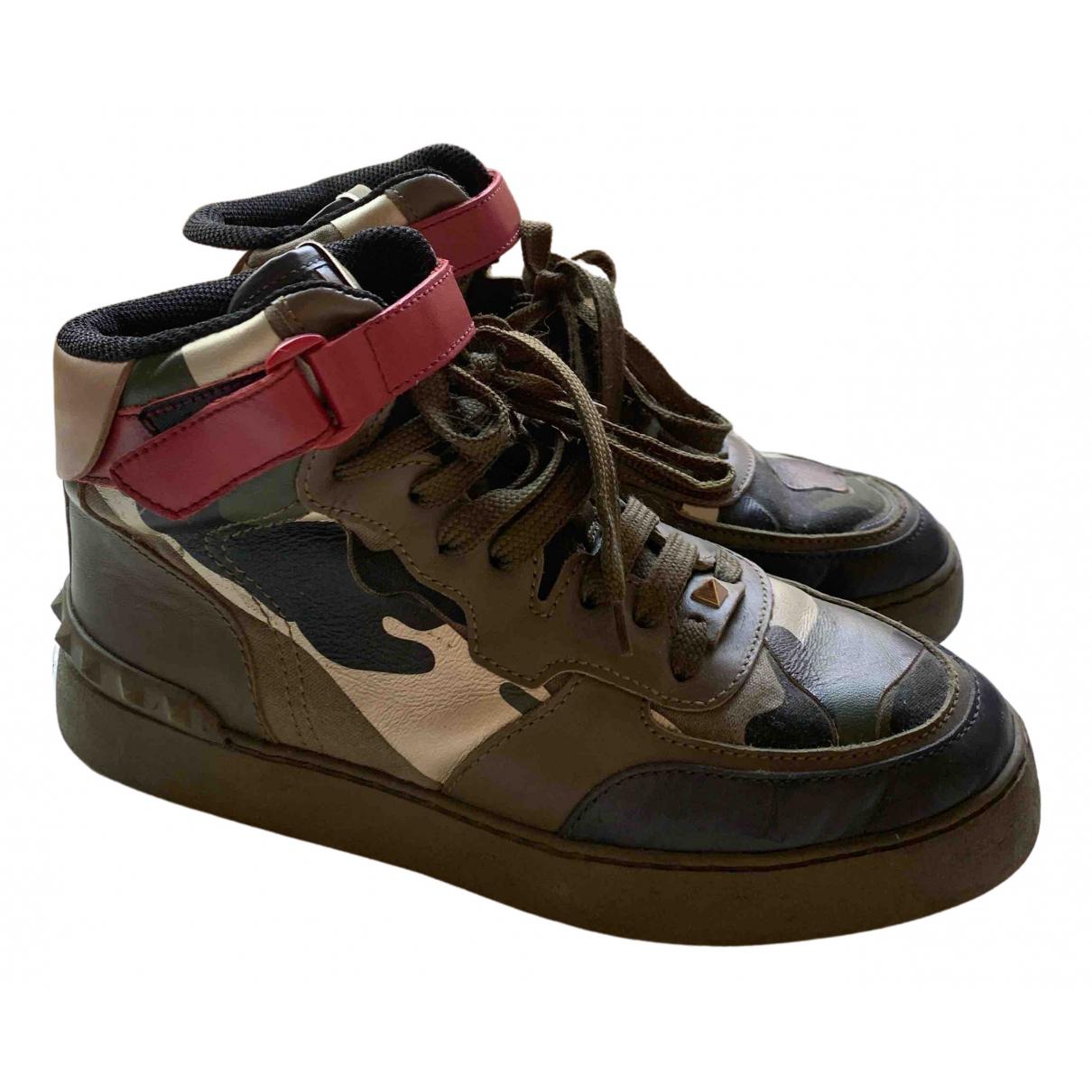 Valentino Garavani Rockstud Sneakers in  Khaki Leder