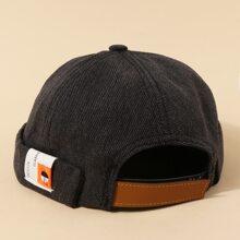 Sombrero con estampado de letra