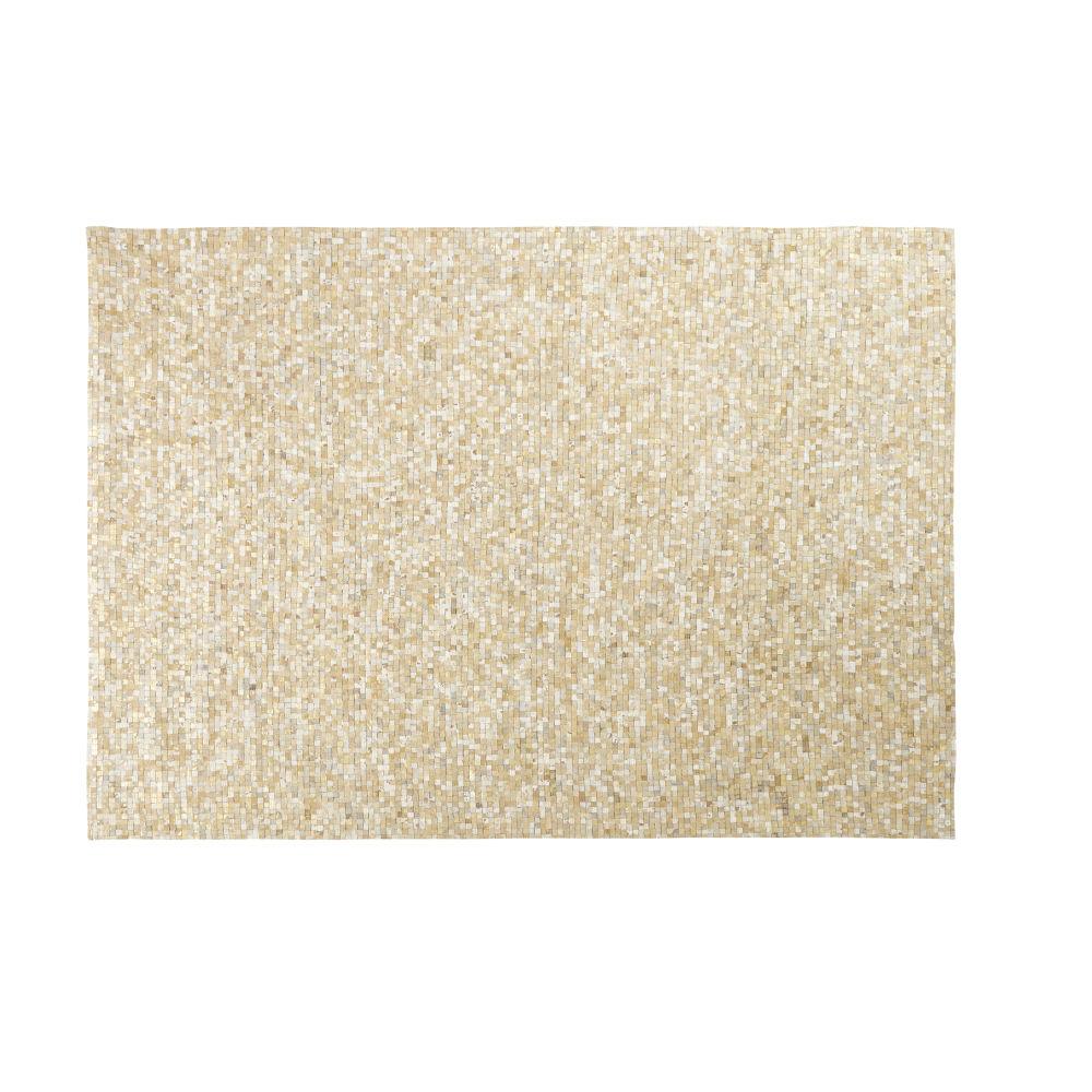 Teppich aus Kuhleder in Ecru und Gold mit grafischen Motiven 160x230