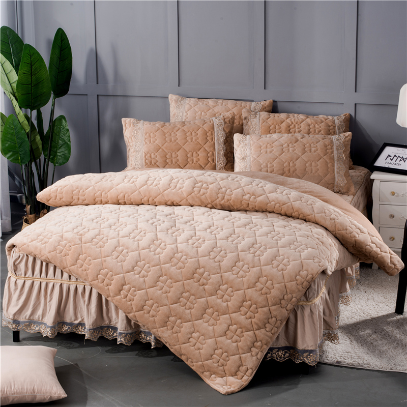 Simple Geometric Pattern Solid Crystal Velvet Bed Skirt 4-Piece Bedding Sets/Duvet Cover