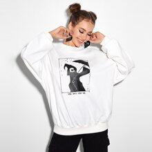Pullover mit sehr tief angesetzter Schulterpartie, Schaedel & Buchstaben Grafik
