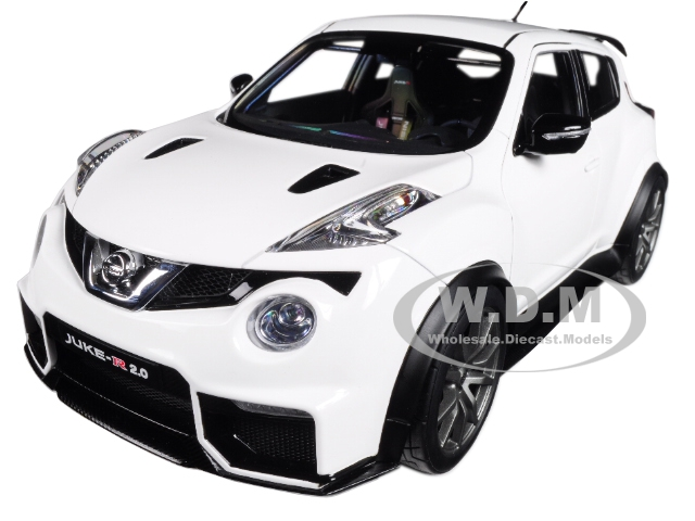 Nissan Juke R 2.0 White 1/18 Model Car by Autoart