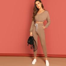 Conjunto top corto escote V con pantalones de cintura con cordon