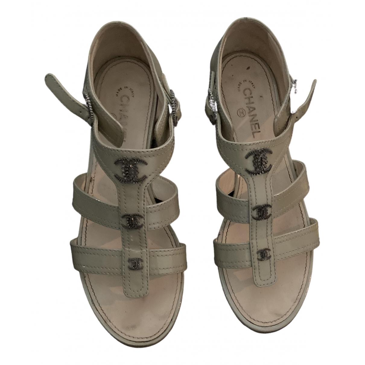 Chanel - Sandales   pour femme en cuir verni - blanc