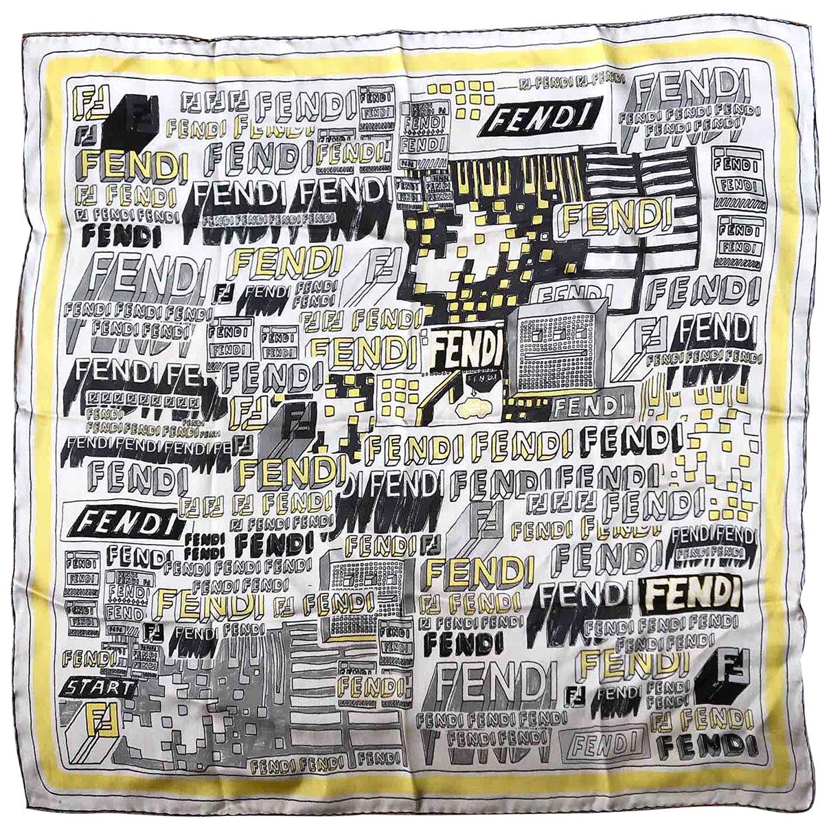 Fendi Anneaux de foulards Schal in  Bunt Seide