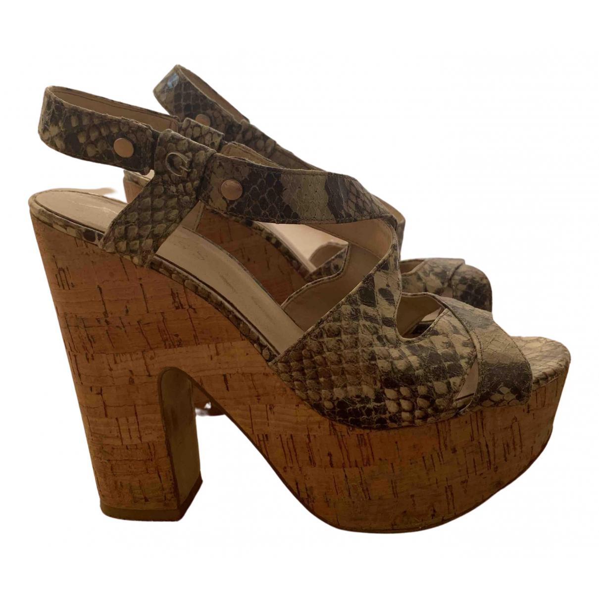 Guess \N Sandalen in Lackleder