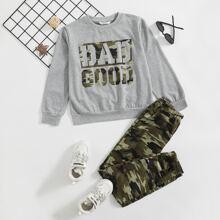 Pullover mit Buchstaben Grafik & Jogginghose mit Camo Muster Set