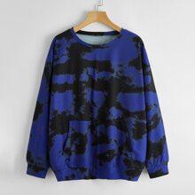 Sweatshirt mit Kaenguru Taschen, sehr tief angesetzter Schulterpartie und Batik