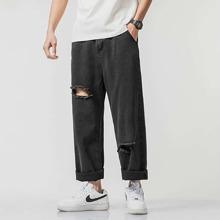 Maenner Einfarbige Jeans mit Riss
