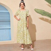 A Linie Kleid mit ueberallem Blumen Muster und Raffungsaum
