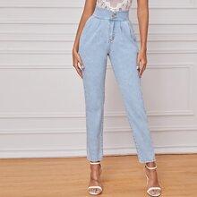Jeans mit Knopfen