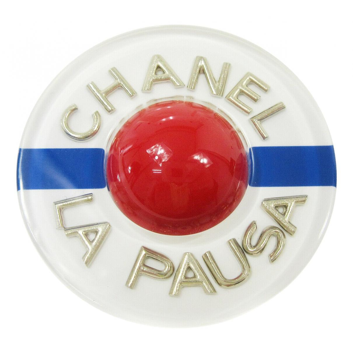 Broche CC en Plastico Blanco Chanel