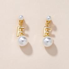 Pendientes con letra con perla artificial