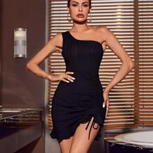 Figurbetontes Kleid mit einer Schulter, Rueschen und Kordelzug vorn