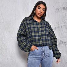 Lange Bluse mit sehr tief angesetzter Schulterpartie, Taschen Flicken und Plaid Muster