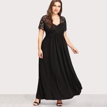 Langes Kleid mit Spitzen