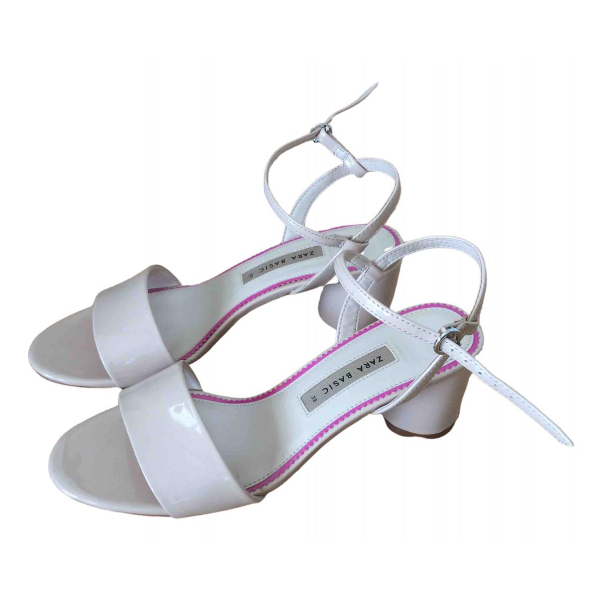 Sandalias romanas de Charol Zara