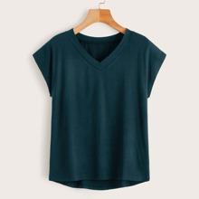 T-Shirt mit V Kragen und abfallendem Saum