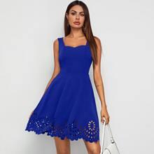 Kleid mit Herzen Kragen, Bogenkante und Laserausschnitt
