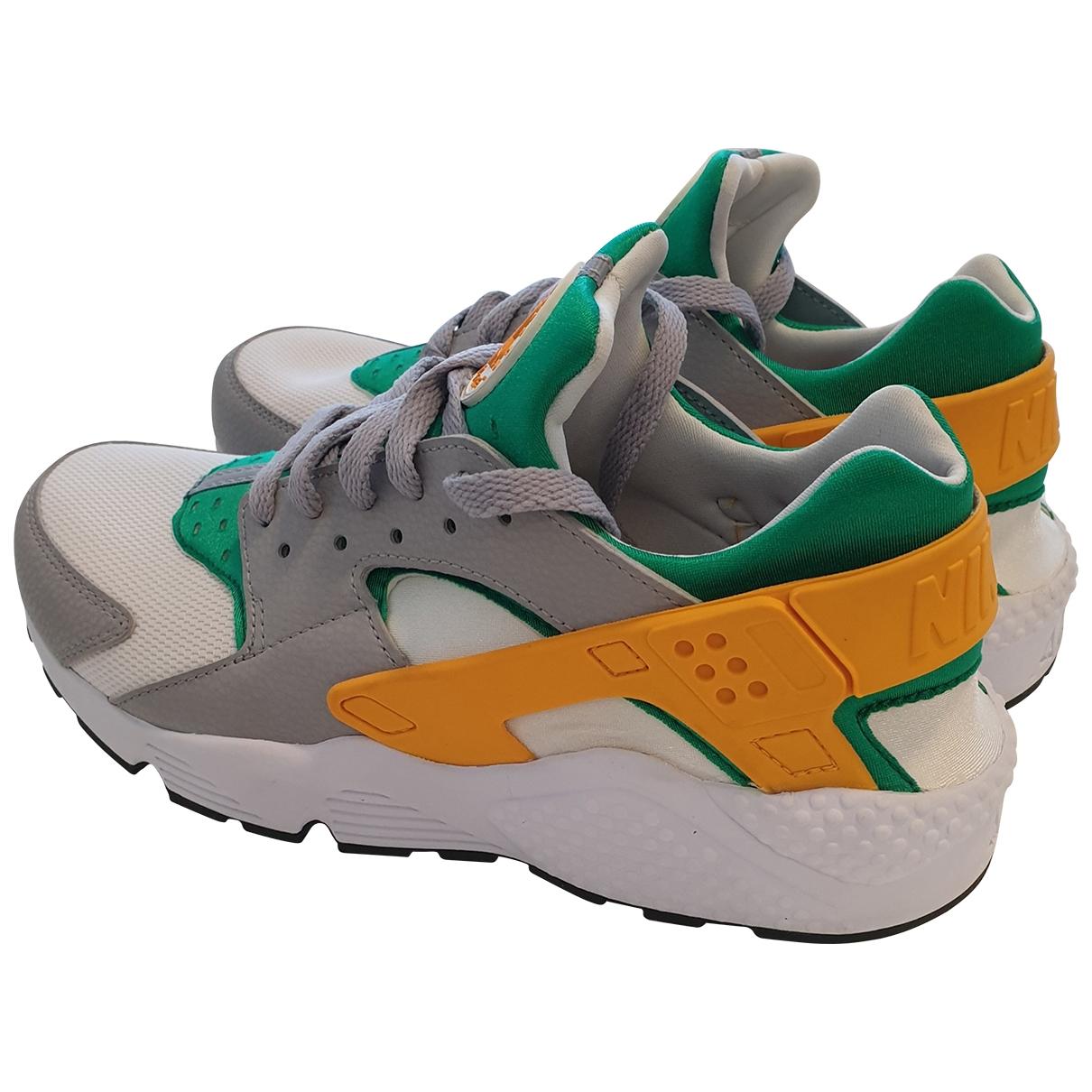 Nike Huarache Sneakers in  Bunt Leinen