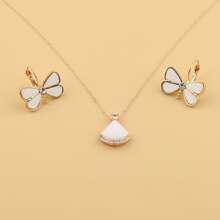 1 par pendientes con diseño de mariposa con 1 pieza collar