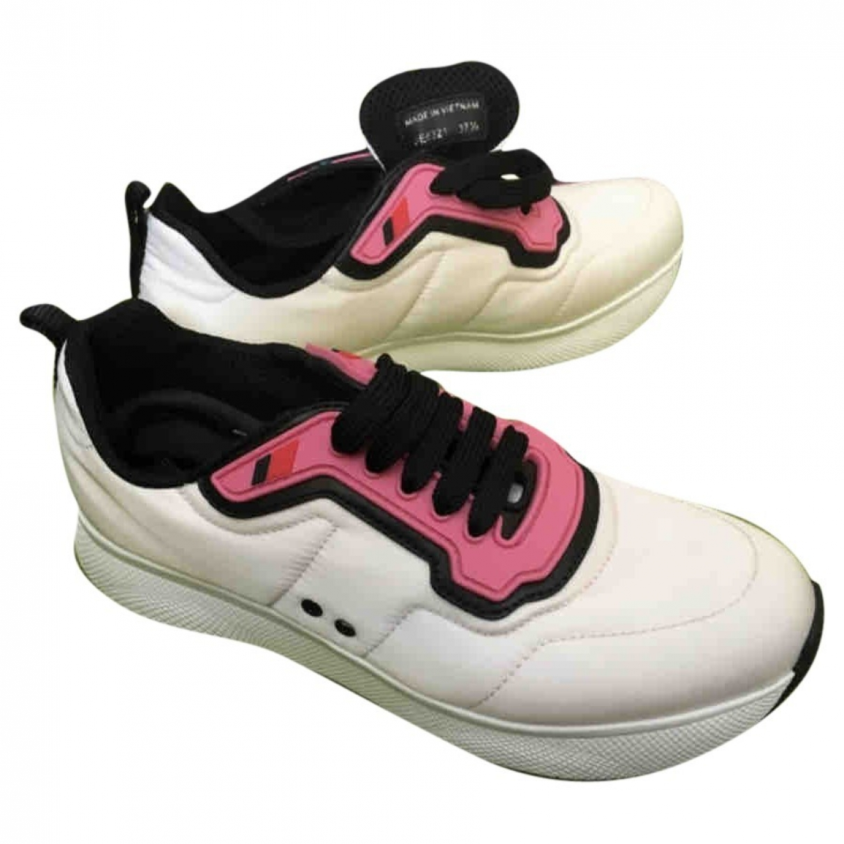 Prada \N Sneakers in  Weiss Leinen