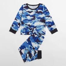 Conjunto de pijama con estampado de camuflaje