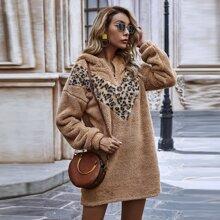 Teddy Hoodie Kleid mit Leopard Einsatz