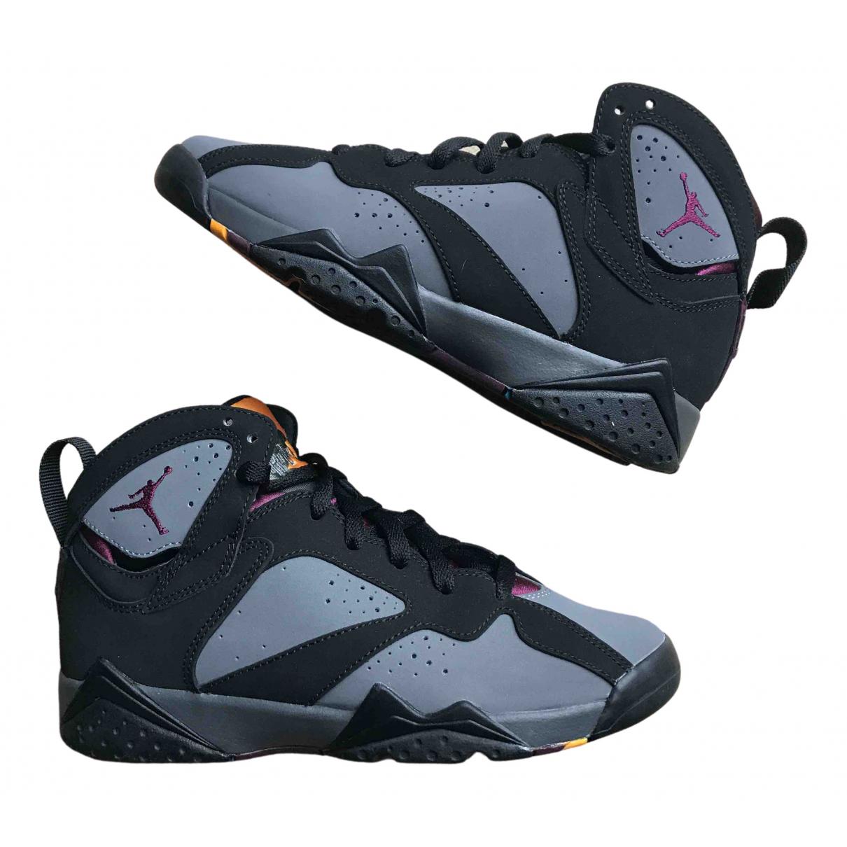 Jordan Air Jordan 7 Sneakers in  Schwarz Veloursleder
