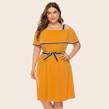 Ubergrosses A Linie Kleid mit Streifen und Guertel