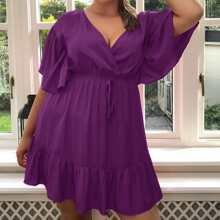 Kleid mit quadratischem Kragen, Band vorn, Rueschen auf Manschetten und Saum