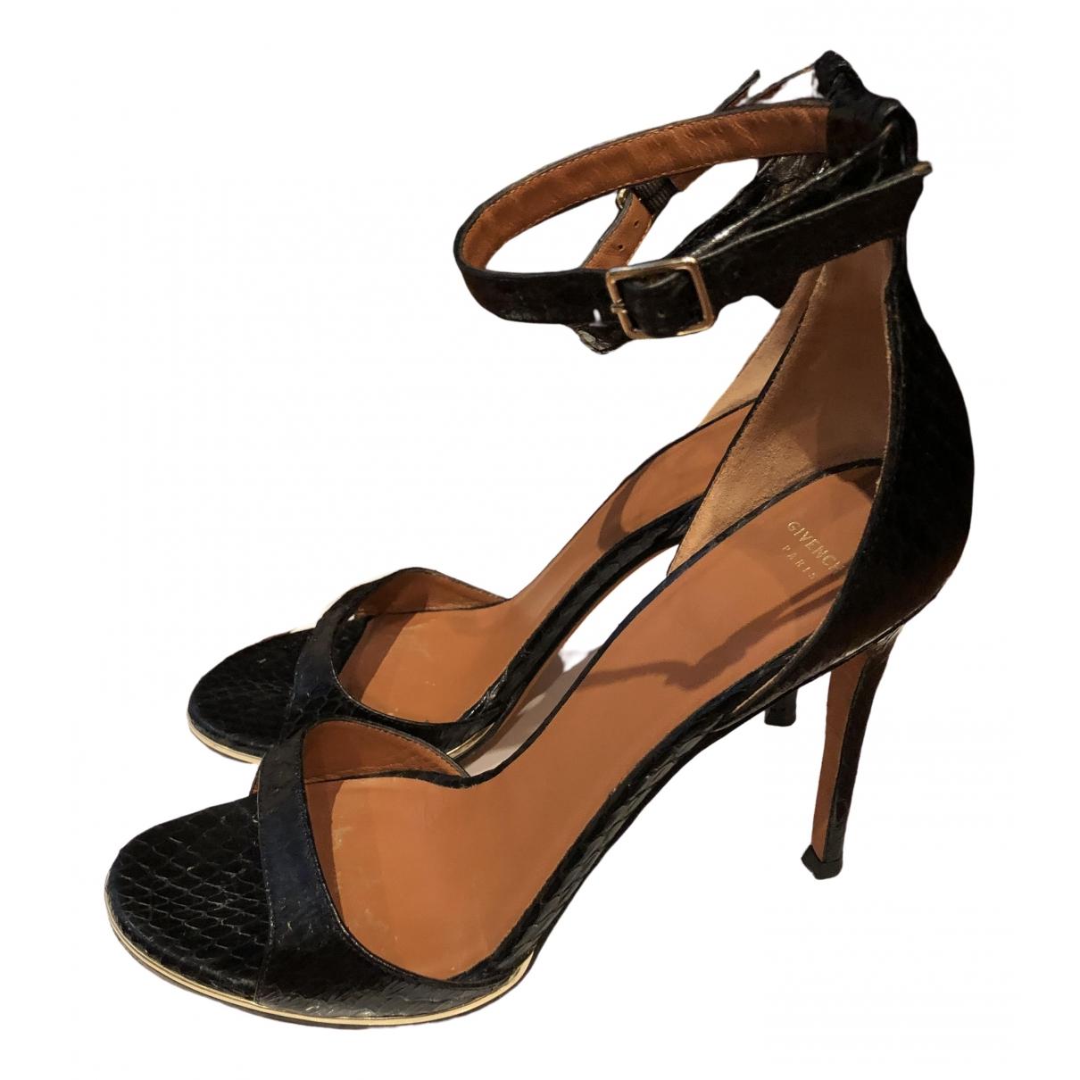 Givenchy \N Sandalen in  Schwarz Echse