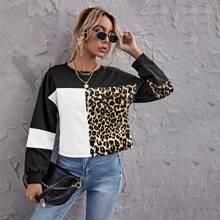 Pullover mit sehr tief angesetzter Schulterpartie, Farbblock und Leopard Muster