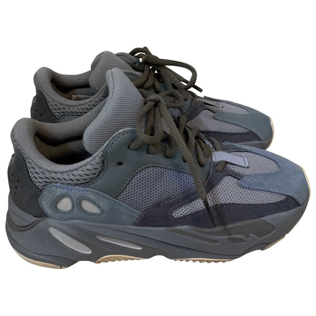 Yeezy X Adidas Boost 700 V3 Sneakers in  Blau Kautschuk