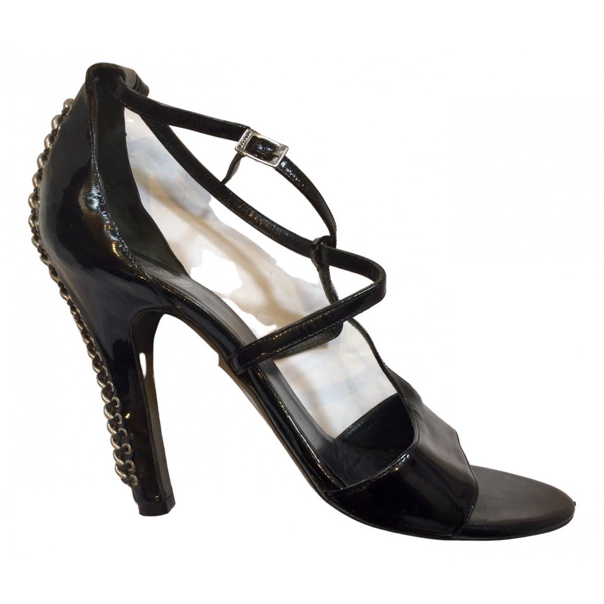 Versace \N Pumps in  Schwarz Lackleder