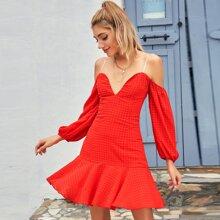 D&M Neon rotes schulterfreies Kleid mit Raffungsaum