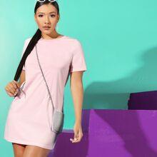 Einfarbiges Kleid mit kurzen Ärmeln