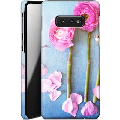 Samsung Galaxy S10e Smartphone Huelle - Cottage Flowers von Joy StClaire