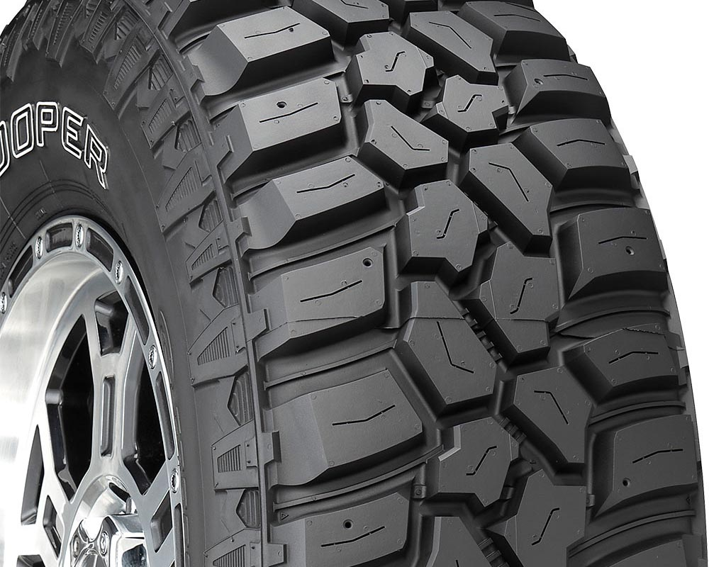 Cooper 90000035002 Evolution M/T Tire LT285/70 R17 121Q E1 OWL
