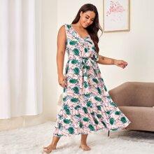 Nachtkleid mit Blumen & tropischem Muster, Rueschenbesatz und Band vorn